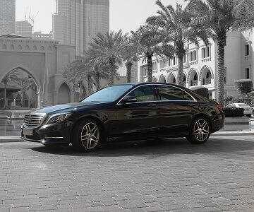 Mercedes-Benz S500 in black color