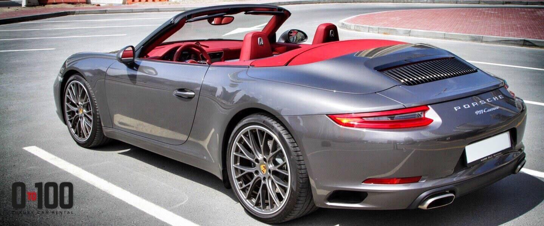 敞篷保时捷Carrera 911灰色